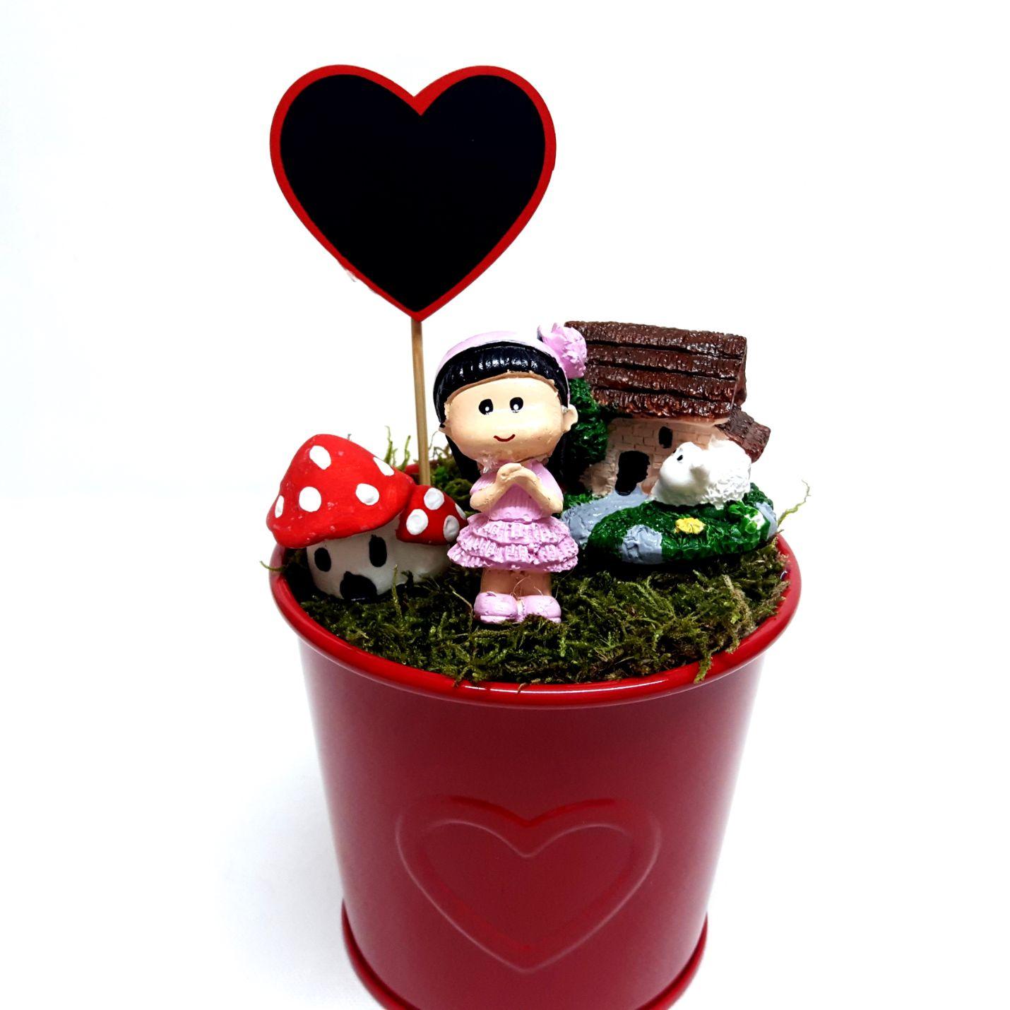 Kırmızı Kalpli Saksıda Sevimli Kız Minyatür Bahçe Y-07
