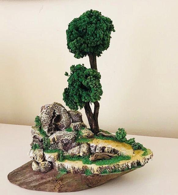 Doğal Kütük Üzerinde Ağaç ve Doğa Temalı Minyatür Bahçe