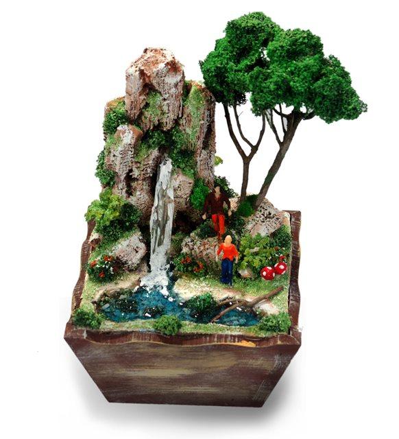 Ahşap Saksıda Şelale Tasarımlı Minyatür Bahçe
