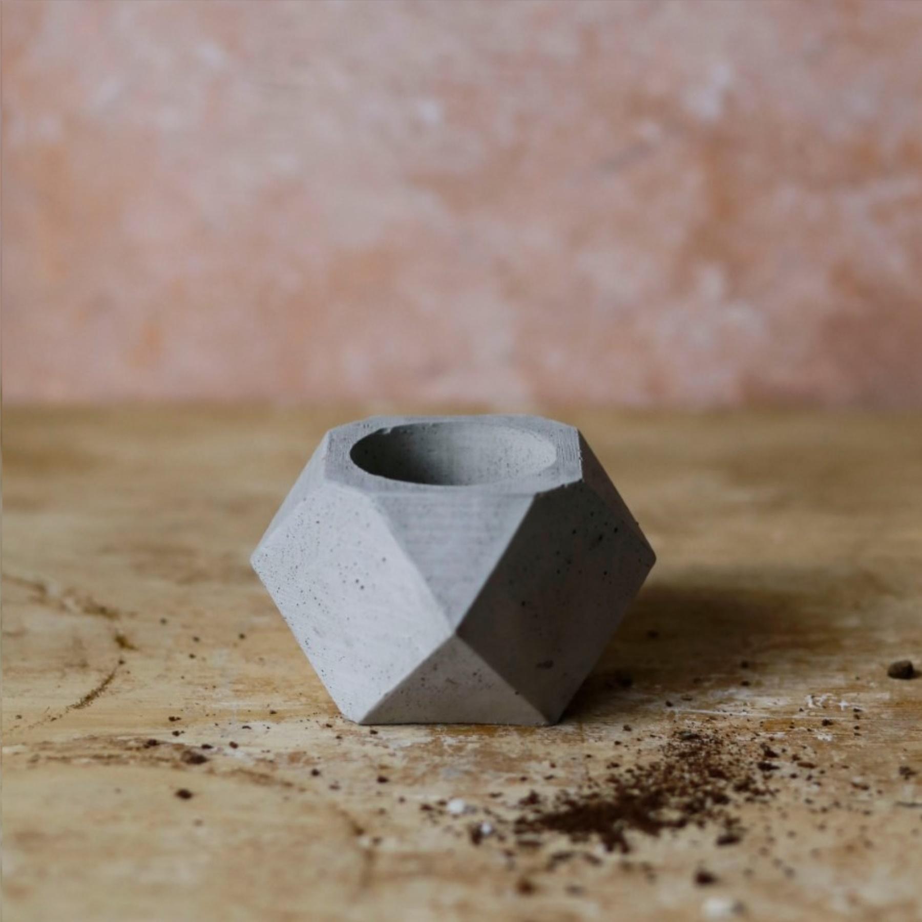 El Yapımı Boş Beton Saksı - 20