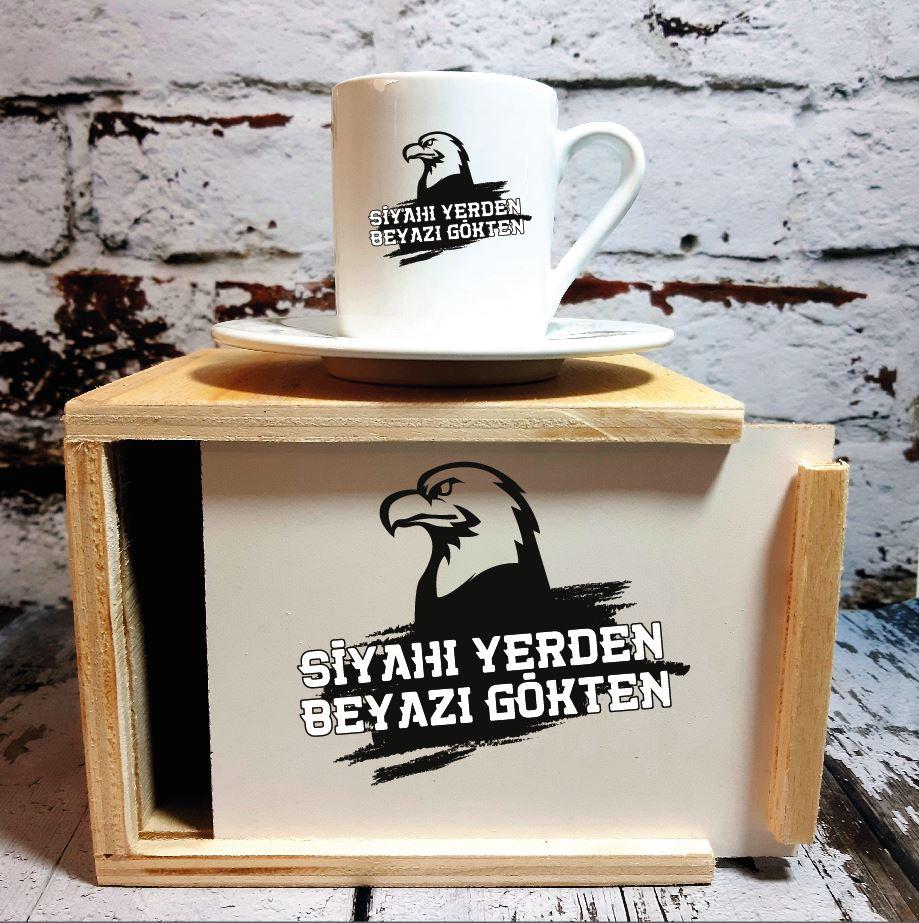 Kara Kartal Tasarımlı Ahşap Kutulu Kahve Fincanı